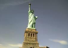В США хотят возвести мужскую версию Статуи Свободы